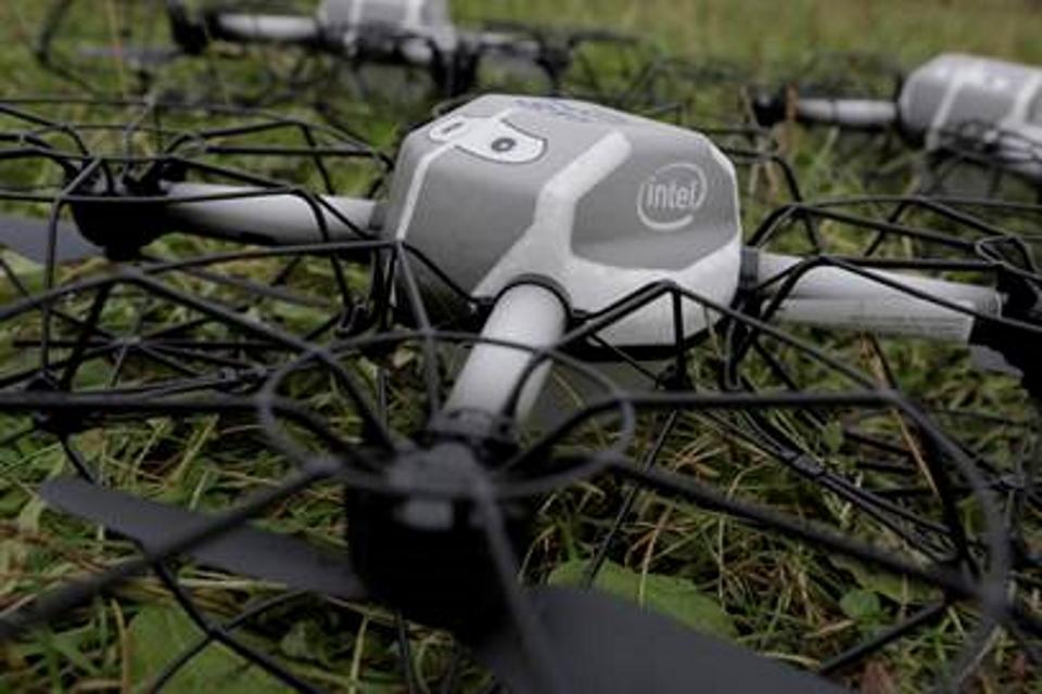 Imagem de Walt Disney World Resort e Intel apresentam show de luzes com drones no céu no tecmundo