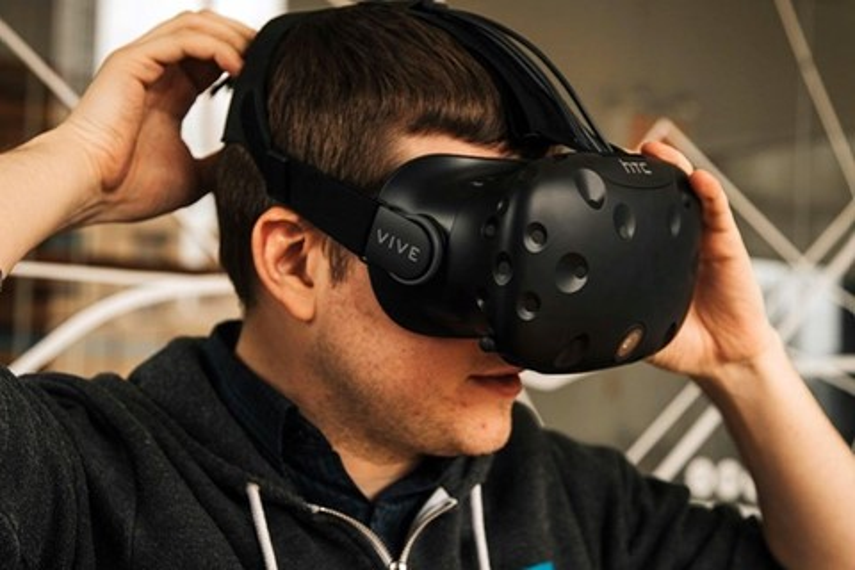 Imagem de Vive Tracker: novo acessório para HTC Vive aprimora sua experiência VR no tecmundo