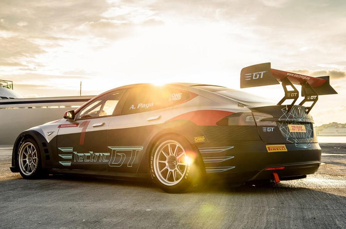 Imagem de Energia da rua para a pista: Tesla mostra versão de corrida de seu Model S no tecmundo