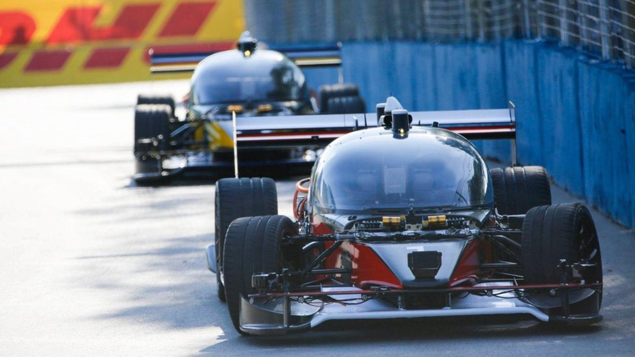Imagem de Primeira corrida de carros autônomos termina... Com um acidente no tecmundo