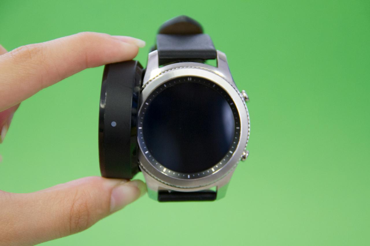 Por esse preço, você leva para casa um dos smartwatches mais completos do  mercado atual. No entanto, o fato de ele já exigir um celular relativamente  ... 3274e3a65d