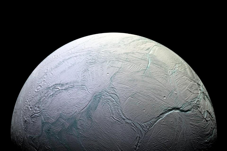 Imagem de NASA anuncia que lua de Saturno poderia abrigar formas de vida no tecmundo