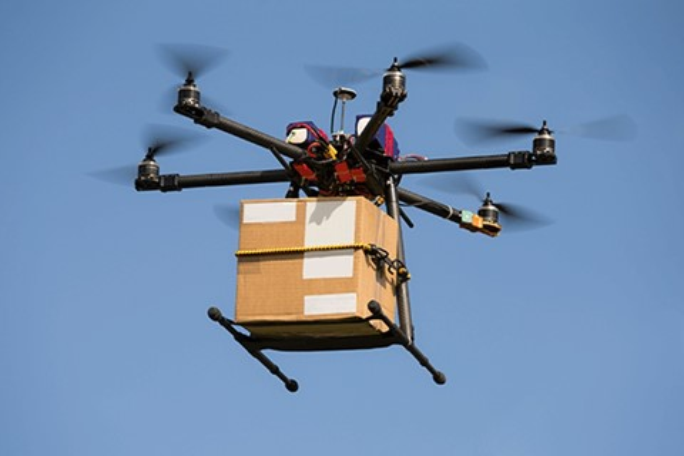 """Imagem de IBM cria patente para projeto de entregas estilo """"esteira"""" com drones no tecmundo"""