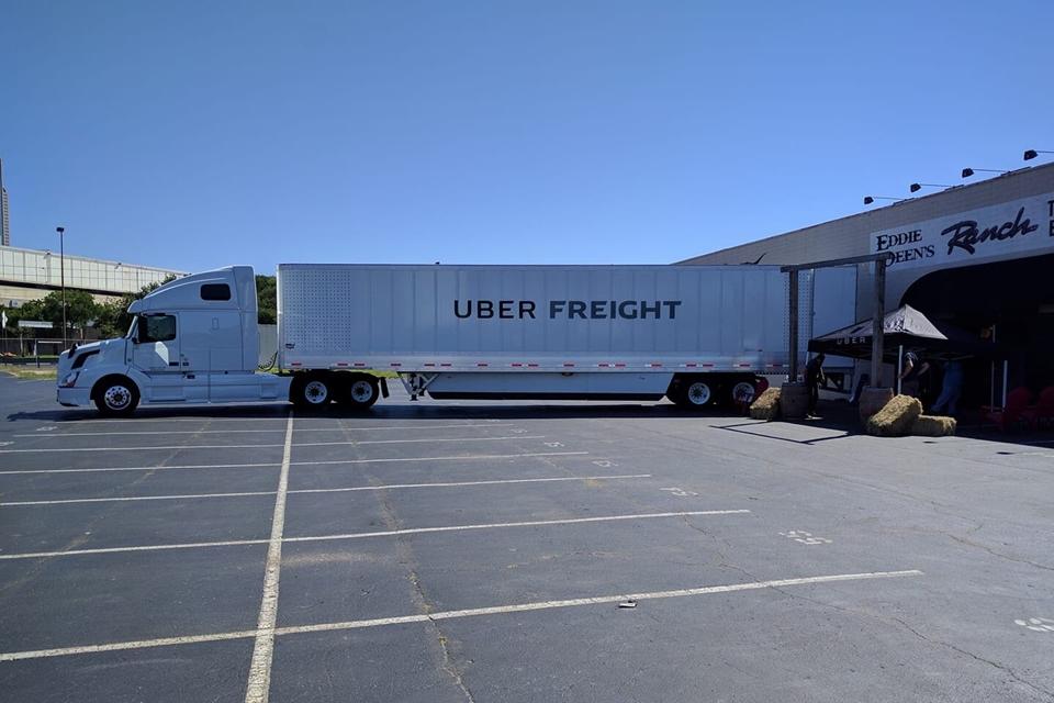 Imagem de Veja a primeira imagem do Uber Freight, o caminhão autônomo da empresa no tecmundo