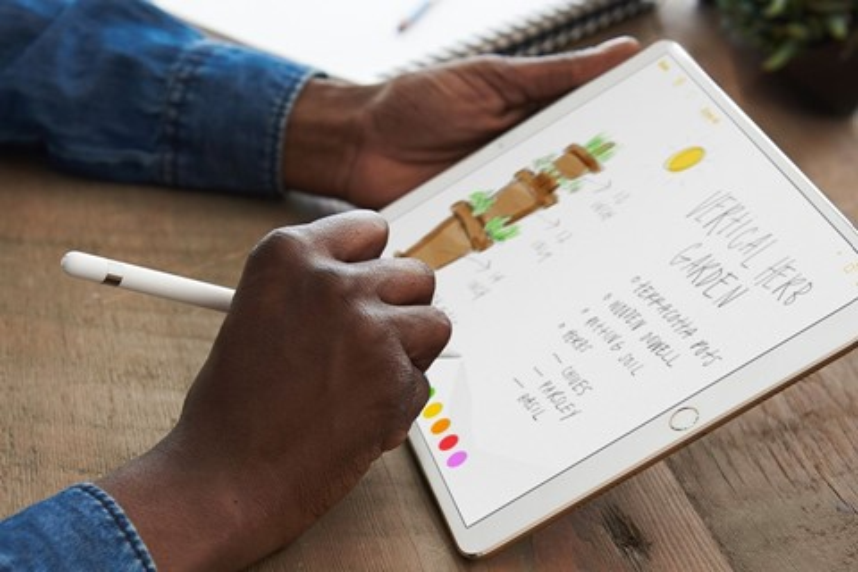 Imagem de Novo Apple Pencil é resposta direta da empresa ao Surface Pen da Microsoft no tecmundo