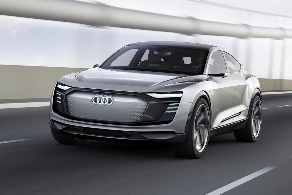 Imagem de Audi lança outdoor bem-humorado tirando sarro de carros elétricos da Tesla no tecmundo