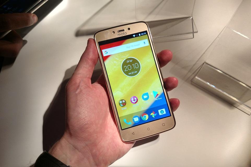 Imagem de Motorola anuncia Moto C Plus, smartphone barato com bateria parruda  no tecmundo