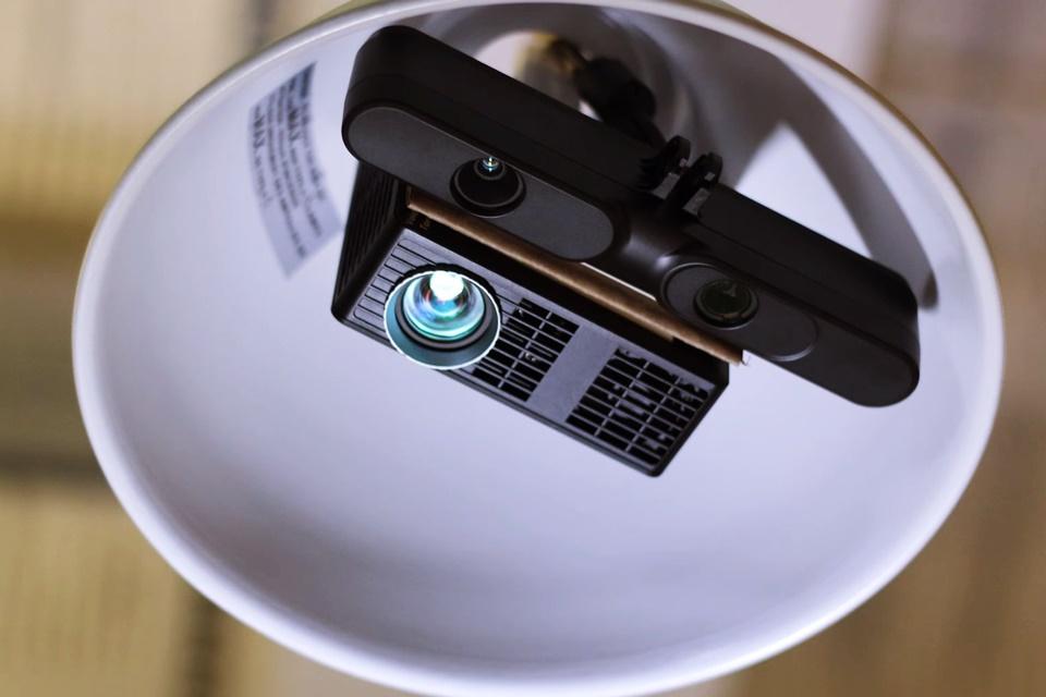Imagem de Fantástico! Conheça o projetor AR que cabe em um soquete de lâmpada [vídeo] no tecmundo
