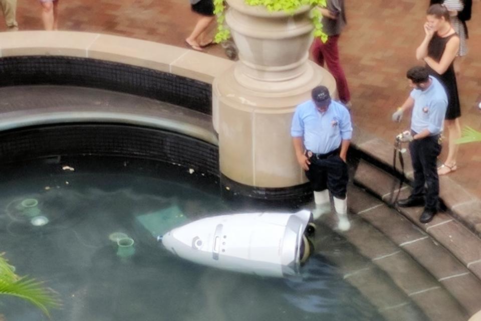 """Imagem de Criadores do robô-segurança """"suicida"""" dizem que ele só queria se refrescar no tecmundo"""