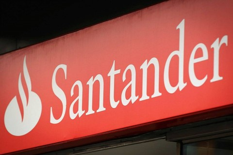Imagem de Golpe: mensagem falsa do Santander é enviada via SMS e email no tecmundo