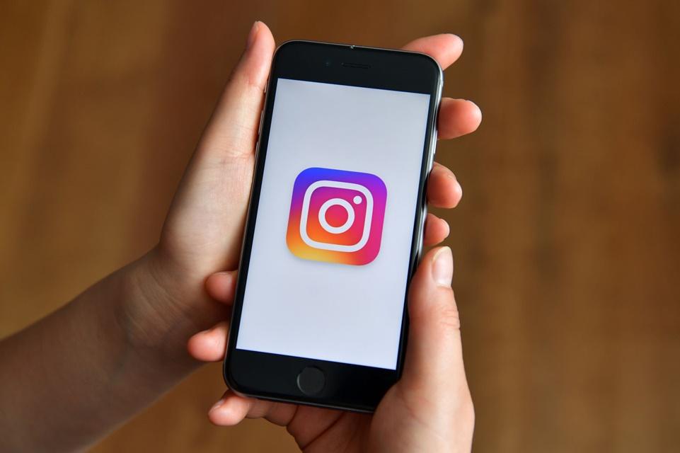 Imagem de Instagram desbanca Facebook no número de casos de bullying contra jovens no tecmundo