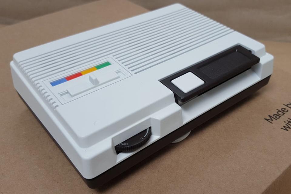"""Imagem de Hacker junta """"intercom"""" antigo com Raspberry Pi e cria um Google Home no tecmundo"""