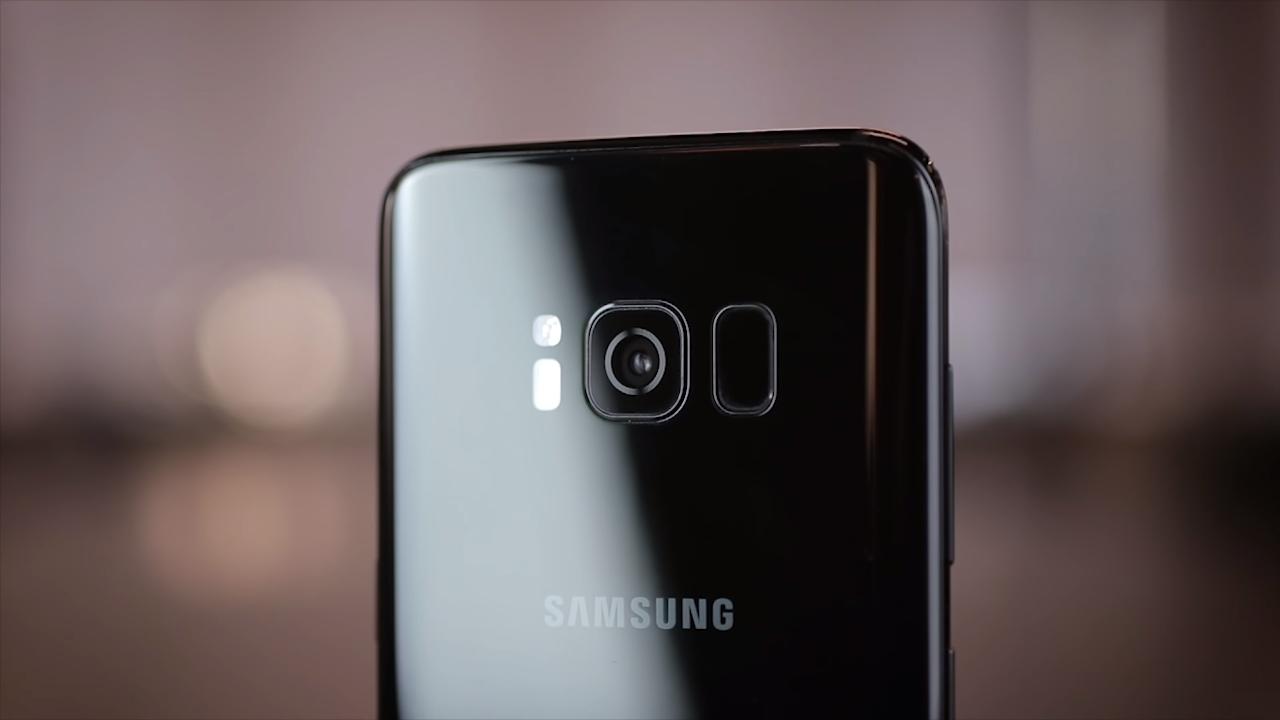 Câmera e leitor de digitais S8