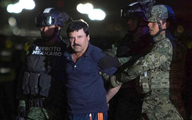 El Chapo levado pela polícia