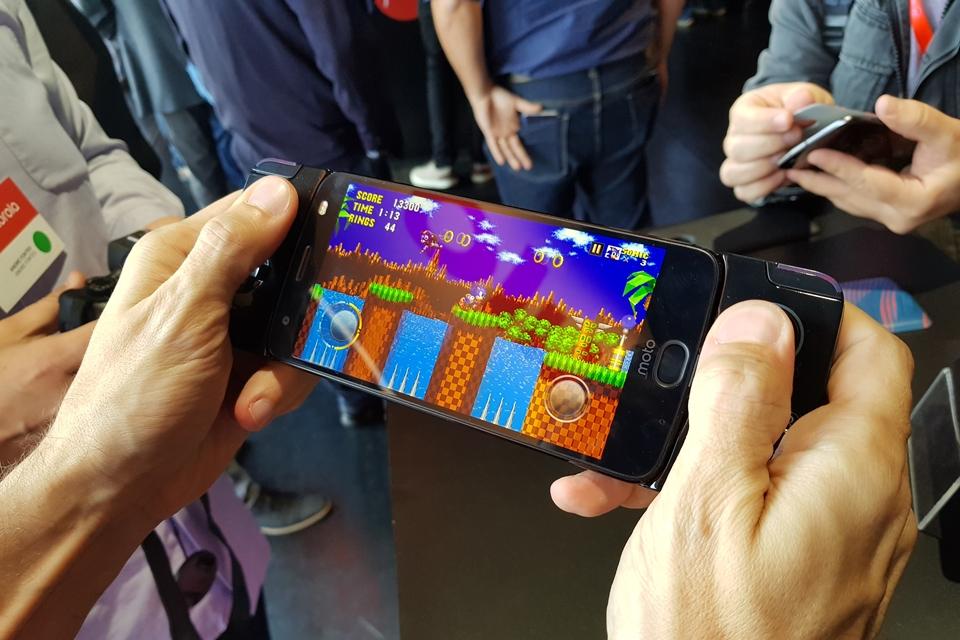 Imagem de Snap Gamepad da linha Moto Z ganha preço e data no Brasil; confira no tecmundo