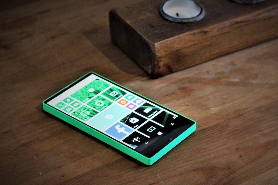 Imagem de Conheça um pouco mais sobre o Lumia sem bordas que a Microsoft nunca lançou no tecmundo