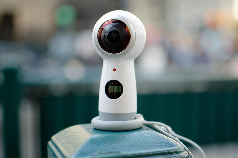 Imagem de Samsung Gear 360 é patenteado e imagens revelam uma espécie de rosto feliz no tecmundo