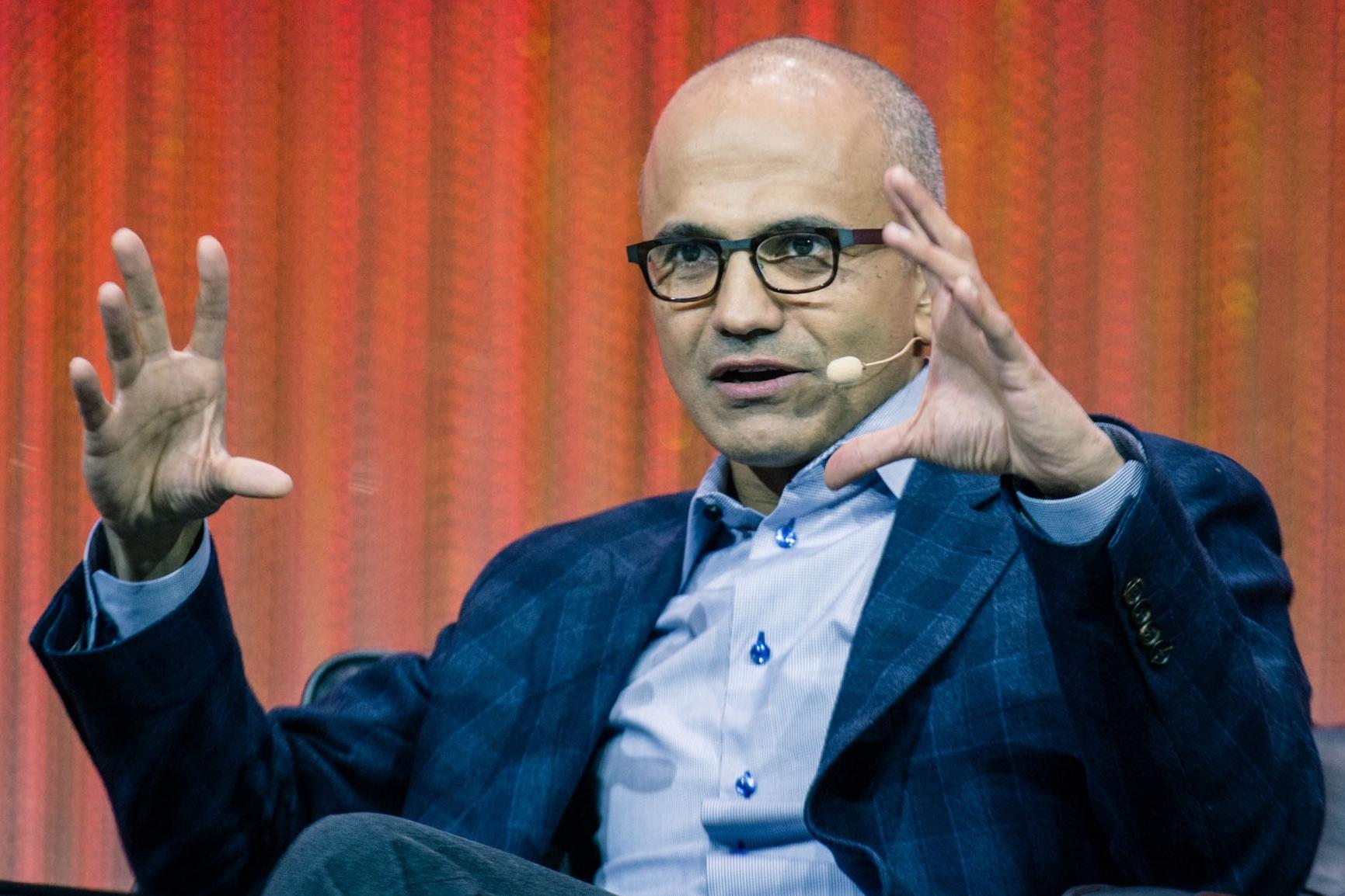 """Imagem de CEO da Microsoft a jornalistas com iPad: """"arrumem um computador de verdade"""" no tecmundo"""