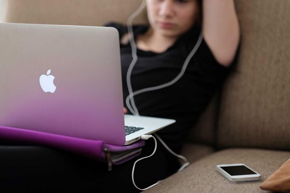Imagem de Cada vez mais jovens estão praticando o auto-cyberbullying no tecmundo