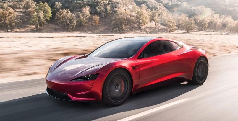 Um carro vermelho.
