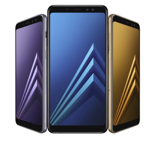 Três smartphones.