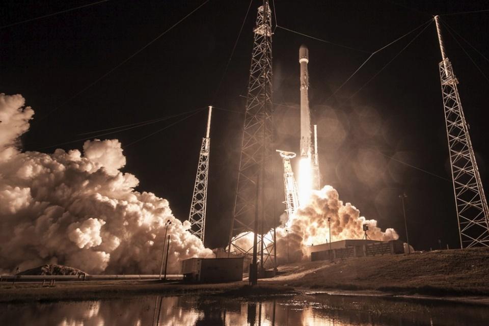 """Imagem de """"Carga secreta"""" da SpaceX, satélite espião teria falhado e caído na Terra no tecmundo"""