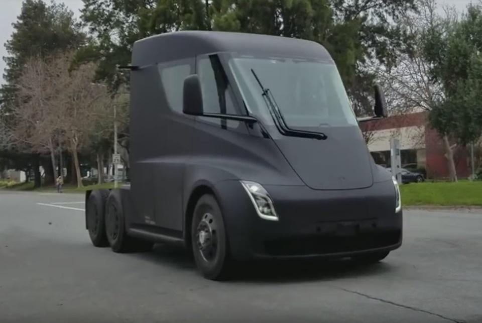 Imagem de Caminhão autônomo Tesla Semi é flagrado passeando na Califórnia [vídeo] no tecmundo