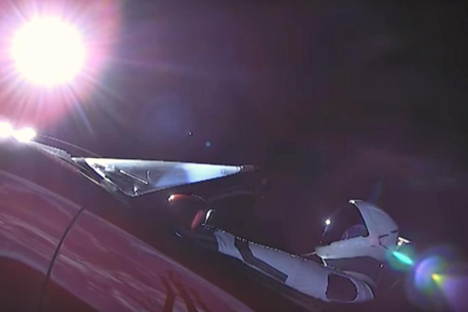 Imagem de Tesla Roadster e Starman agora são oficialmente corpos celestiais no tecmundo