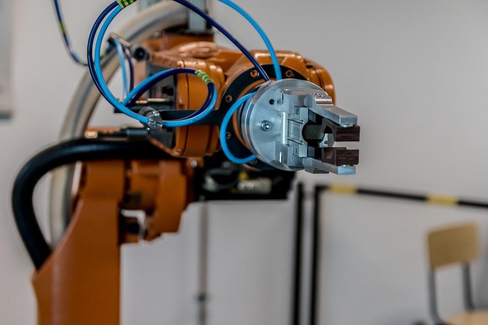 """Imagem de Foxconn vai trocar 10 mil funcionários por """"robôs"""" em 2018 no tecmundo"""