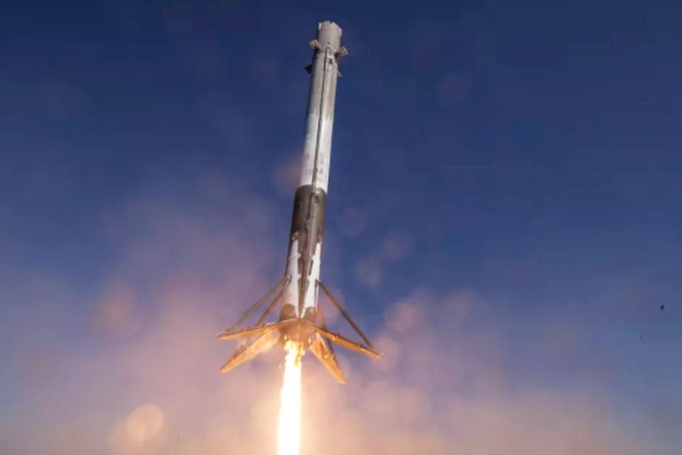 Imagem de SpaceX remarca voo do Falcon 9 com satélites para a internet espacial no tecmundo