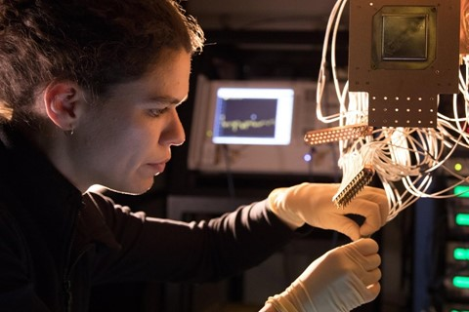 Imagem de Google traz detalhes sobre o Bristlecone, seu poderoso processador quântico no tecmundo