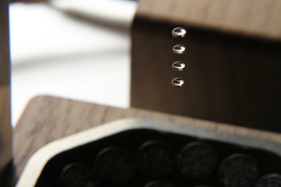 Imagem de Um levitador de gota d'água de utilidade duvidosa, porém lindo de se ver no tecmundo