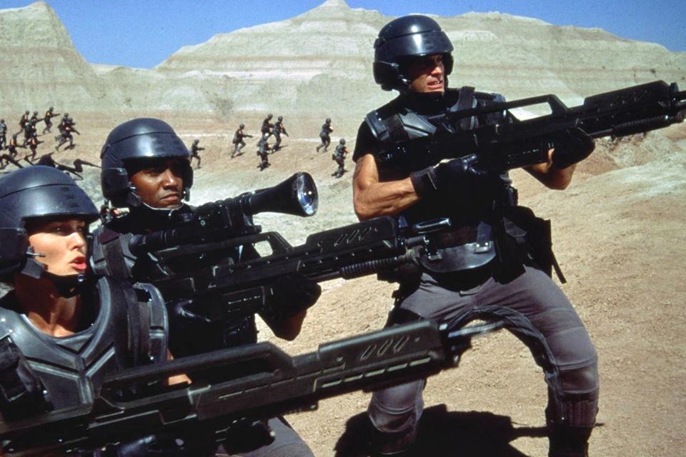 """Imagem de Trump brinca mas depois diz falar sério sobre """"Força Militar Espacial"""" no tecmundo"""