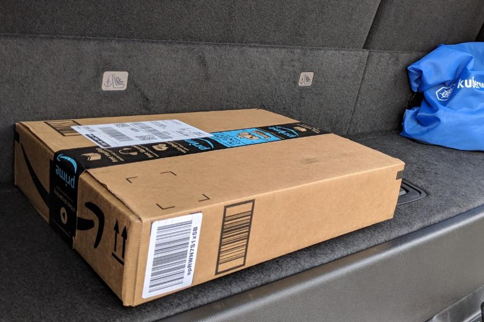 Imagem de Novo serviço da Amazon deixa encomendas no porta-malas do seu carro no tecmundo