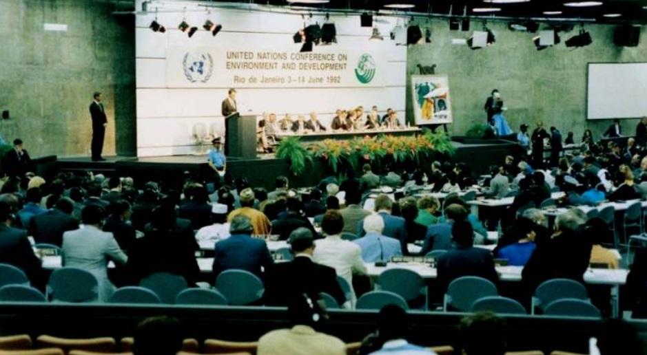 Uma plateia vendo uma palestra