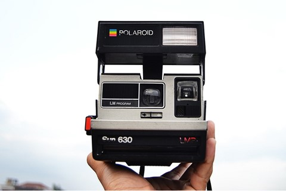 Imagem de Esta câmera Polaroid foi modificada para imprimir em papel mais barato no tecmundo