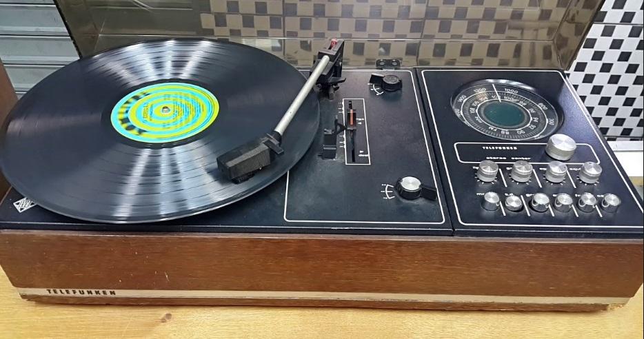 Um sistema de som antigo,