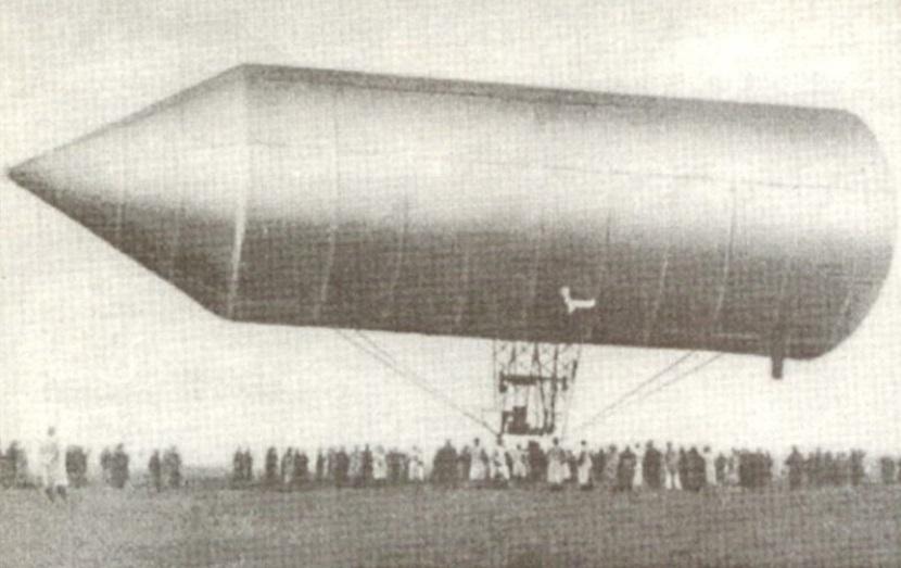 Um dirigível.