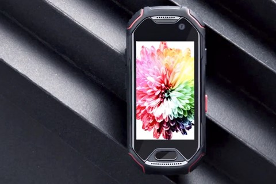 Imagem de Conheça o Atom, smartphone minimalista à prova d'água e de impacto no tecmundo