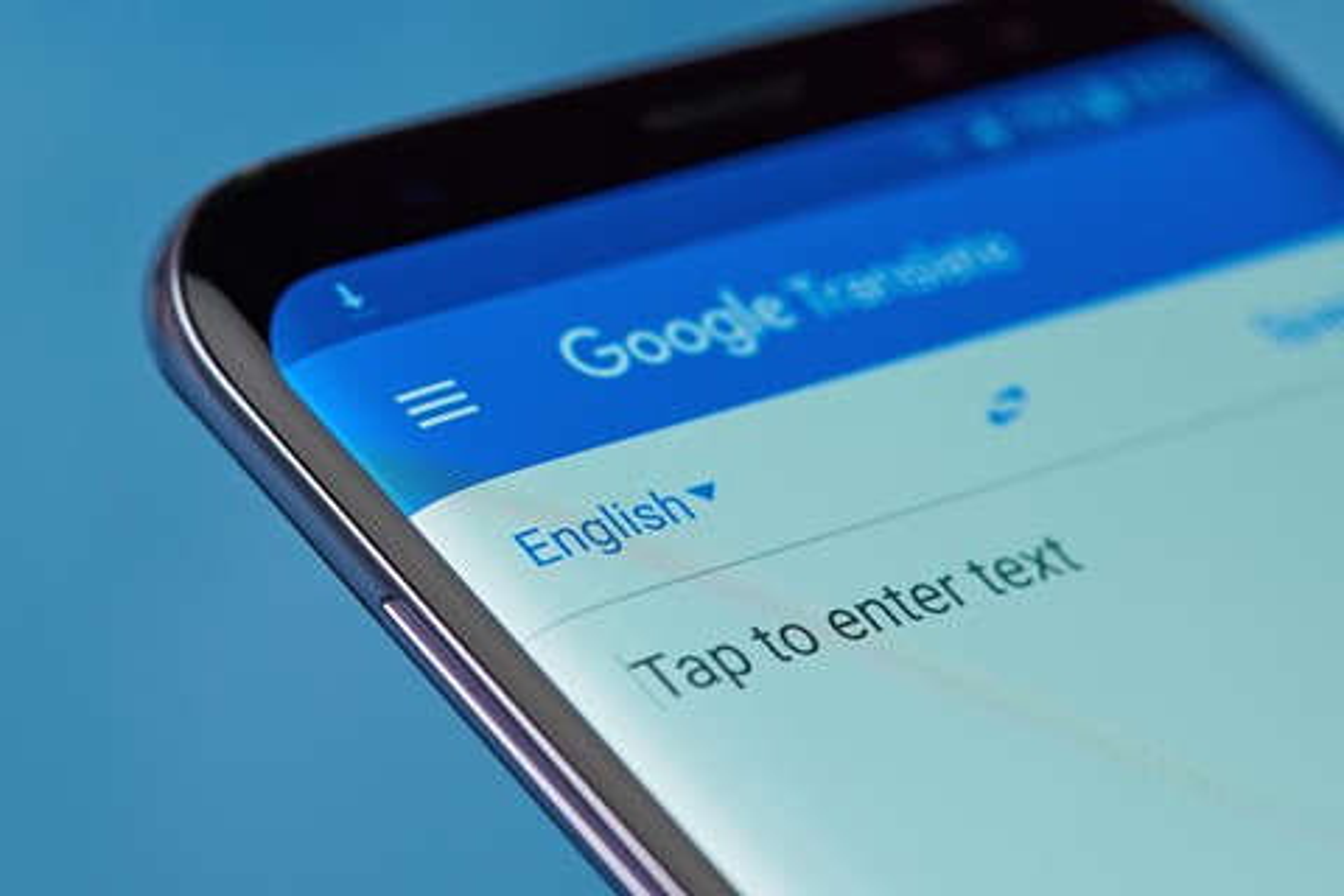 Imagem de Google traz tradução por inteligência artificial offline para Android e iOS no tecmundo