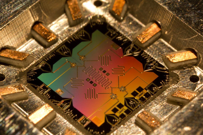 Imagem de Intel inicia testes com o menor chip para computação quântica já criado no tecmundo