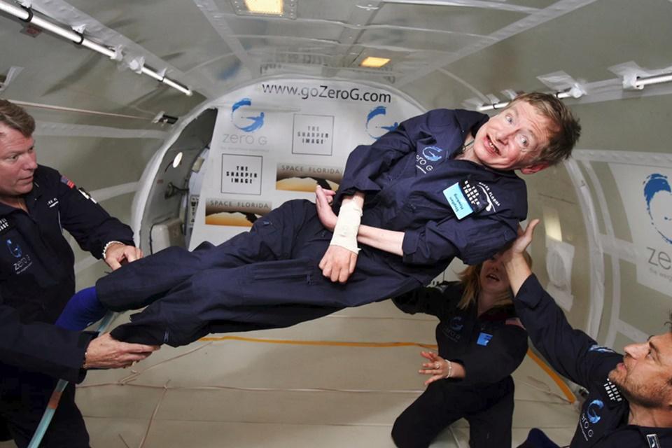 Imagem de Voz de Stephen Hawking pode ser transmitida em um buraco negro no tecmundo