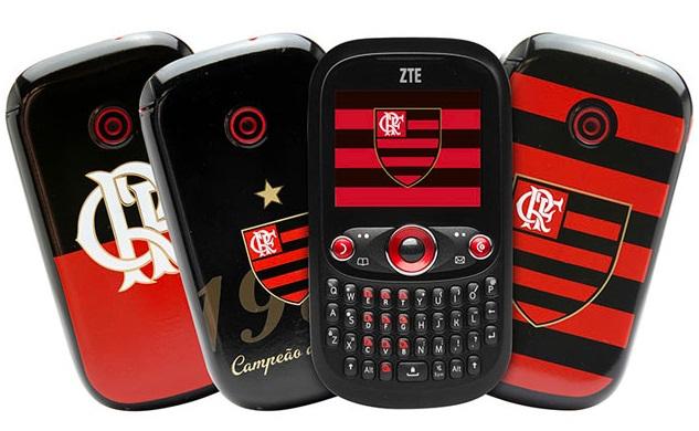 Quatro celulares.