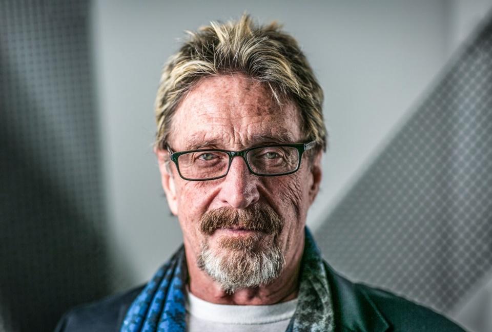 Imagem de John McAfee é internado, diz que foi envenenado por inimigo e quer vingança no tecmundo