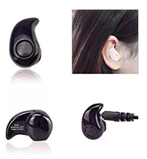 Vários fones de ouvido.