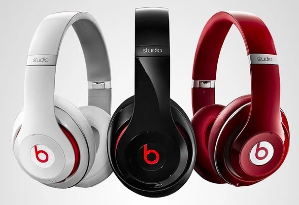 Três fones de ouvido.