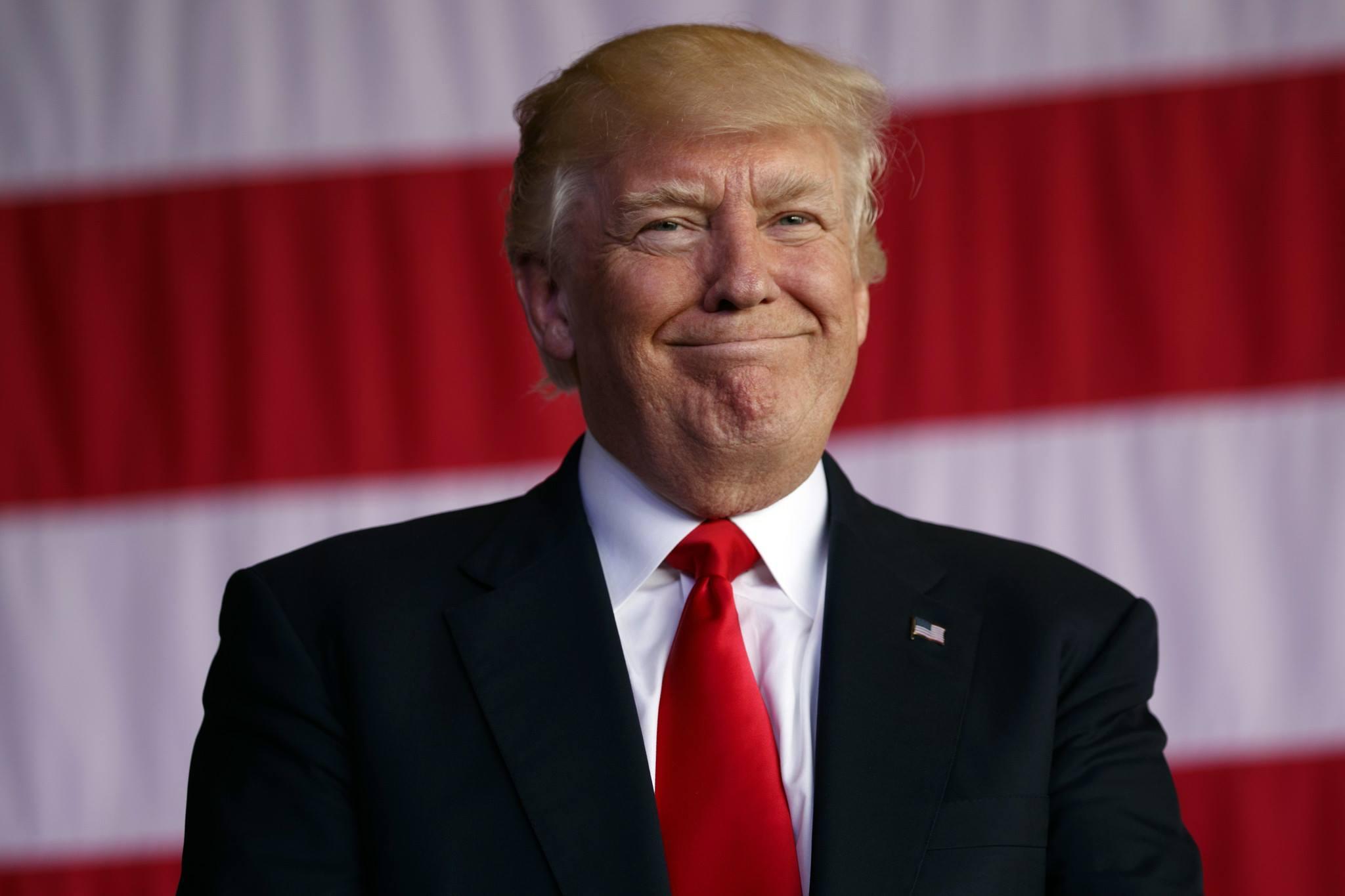 """Imagem de Conta verificada no Twitter se passa por Trump e """"dá Bitcoin de graça"""" no tecmundo"""