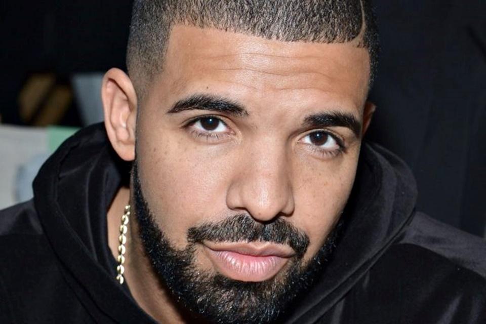 Imagem de Drake é o primeiro artista a superar 50 bilhões de reproduções em streaming no tecmundo