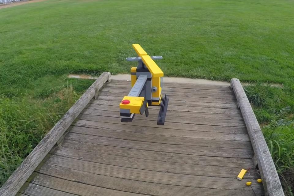 Imagem de Homem cria um helicóptero inspirado nos brinquedos da LEGO no tecmundo