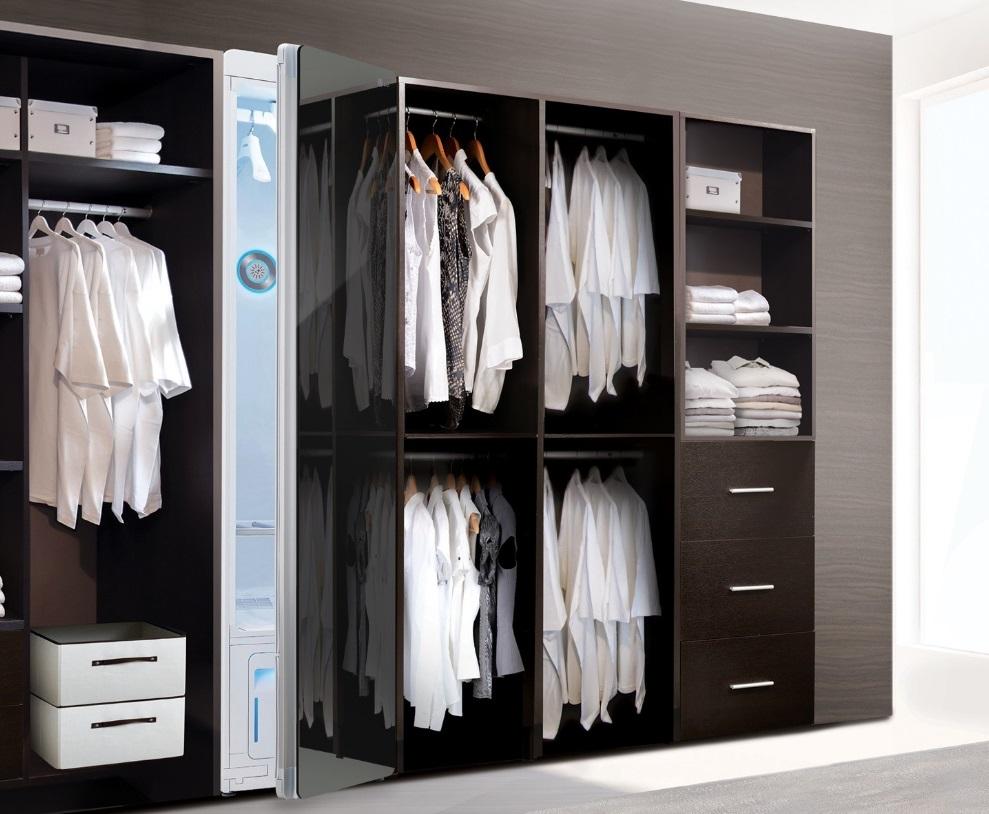 Um guarda-roupa